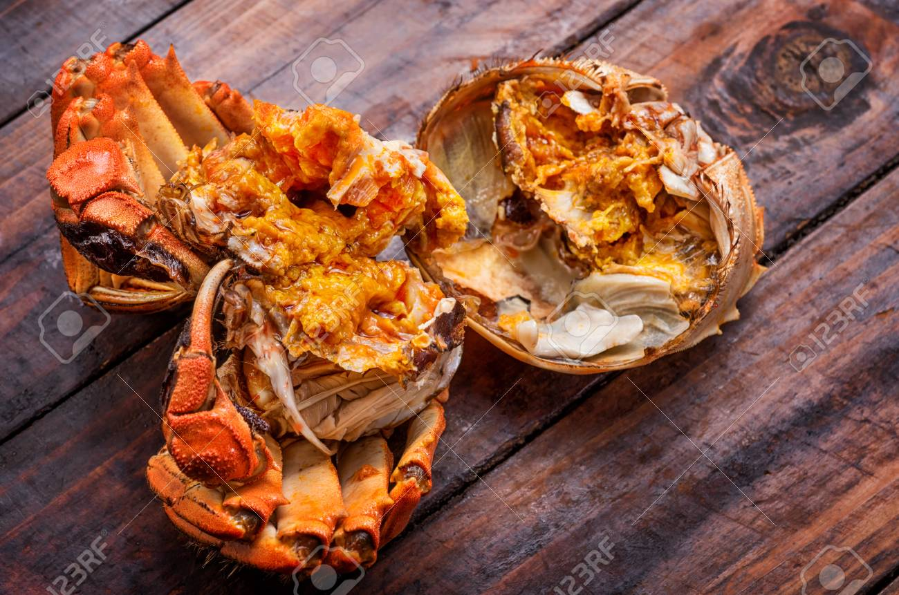 The hairy crab stripped its shell and poster its rich crab cream. - 111011465
