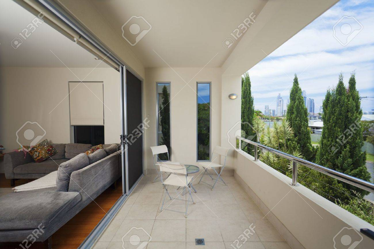Luxurious balcony onverlooking the city Stock Photo - 13711976