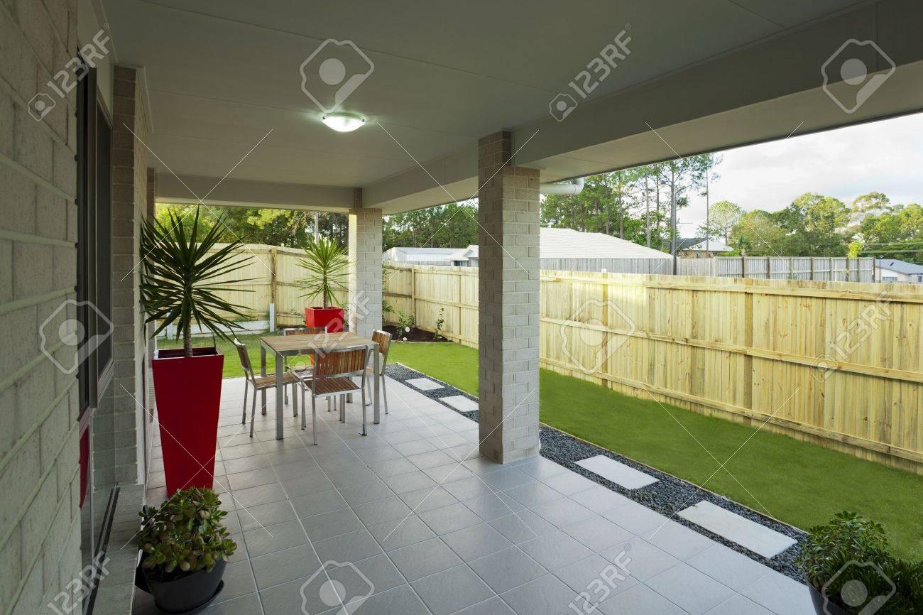 Modern backyard with entertaining area in stylish Australian home Stock Photo - 16791291