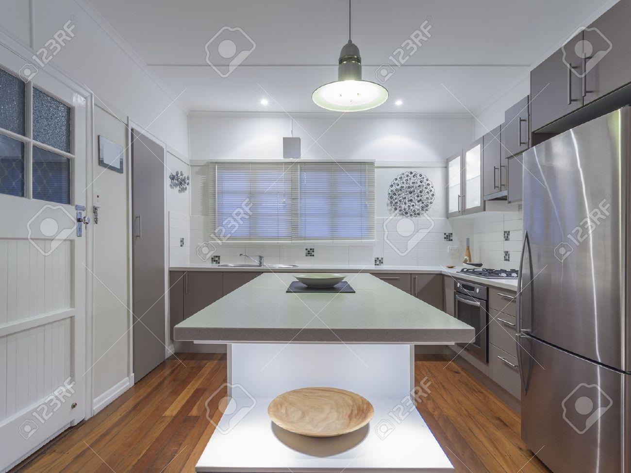 Small modern kitchen in Australian home Stock Photo - 19798580