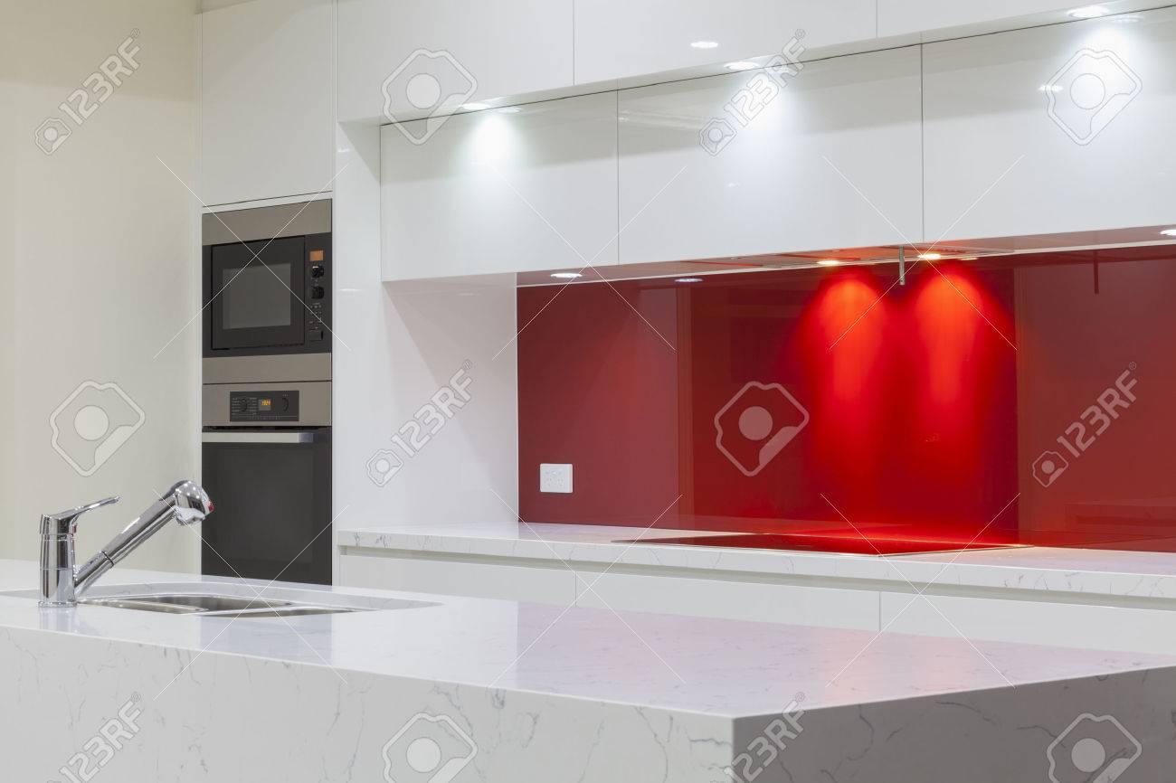 New modern minimalistic kitchen Standard-Bild - 23727640