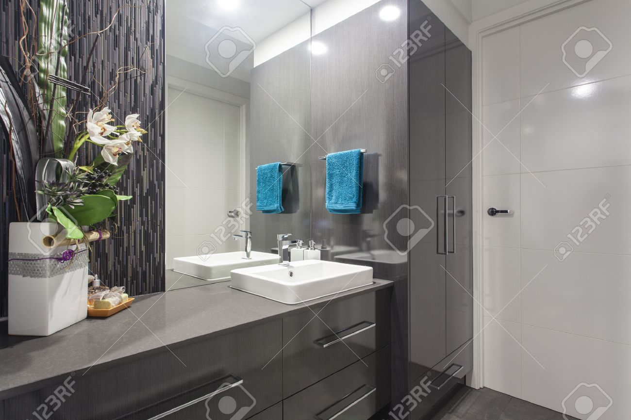 Neue, moderne Badezimmer in stilvollen australischen Heimat Standard-Bild - 34236526