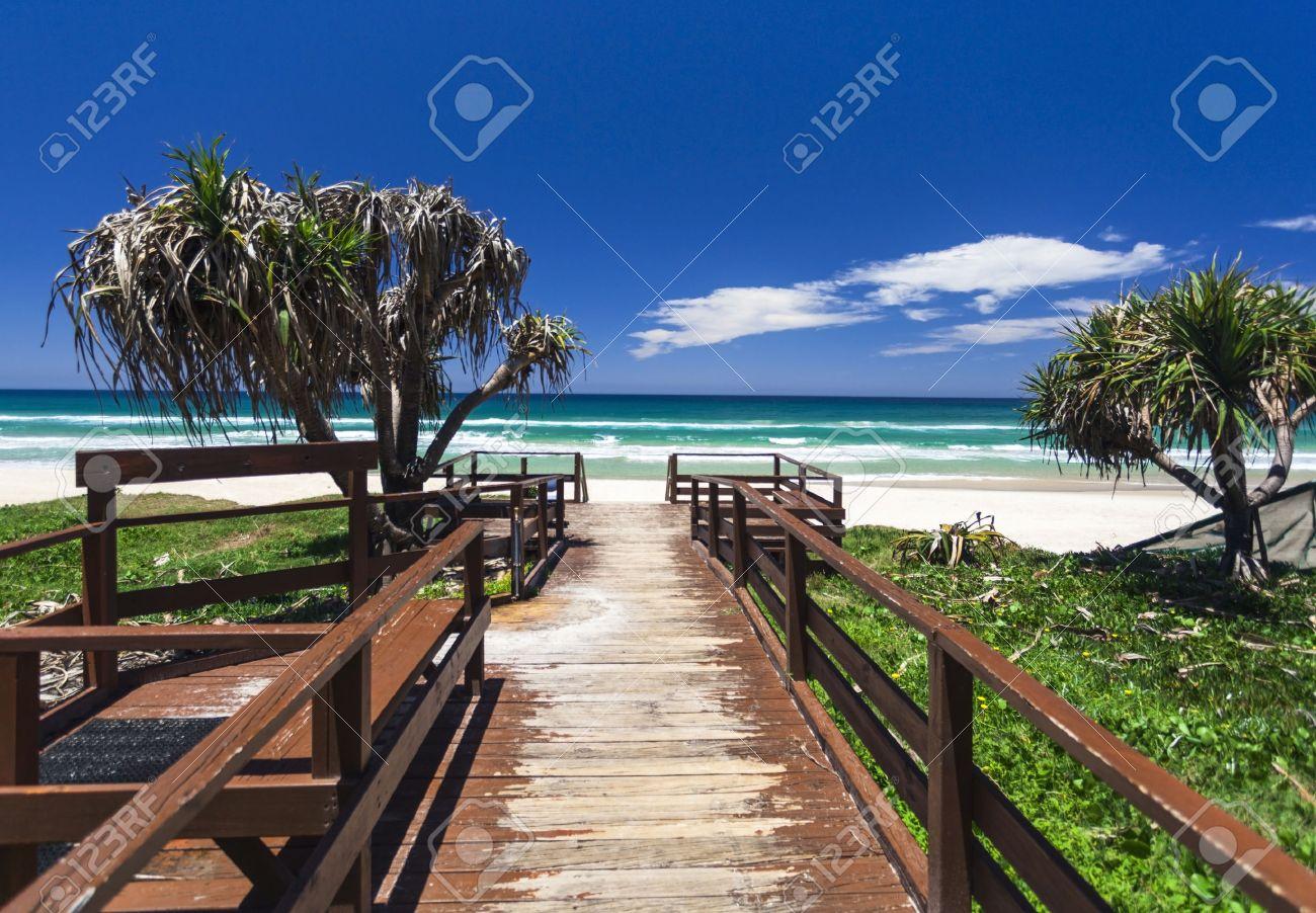Amazing sunny day on the Gold Coast, Australia Standard-Bild - 35369048
