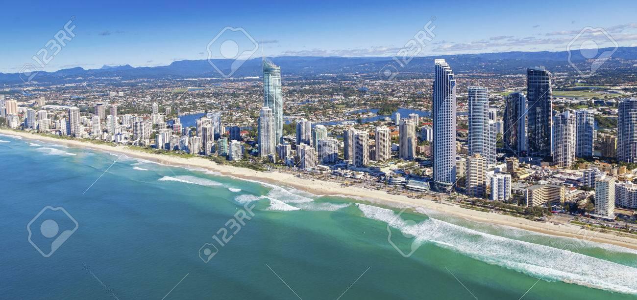 Luftaufnahme von Surfers Paradise und den umliegenden Vororten Standard-Bild - 37199257