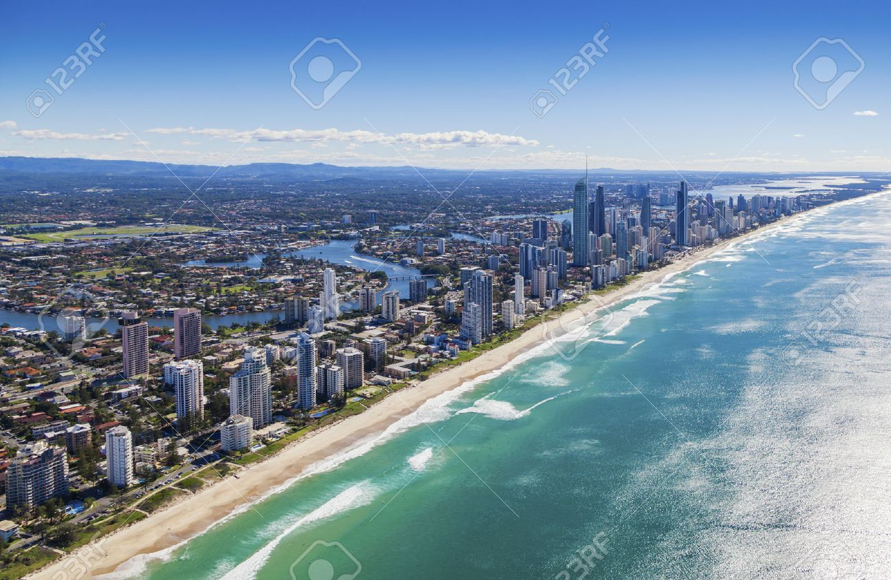 Aerial view of Surfers Paradise on the beautiful Gold Coast, Australia Standard-Bild - 37199300