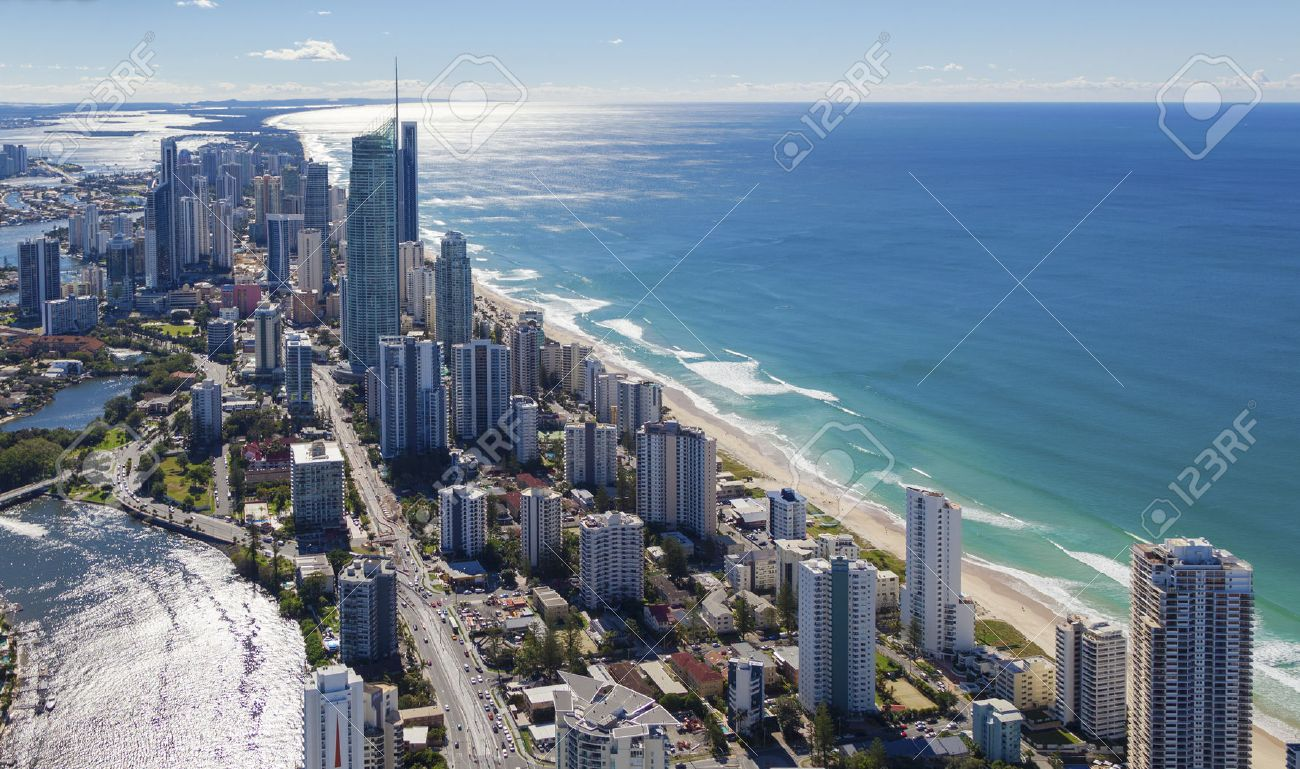 Aerial view of Surfers Paradise on the beautiful Gold Coast, Australia Standard-Bild - 37199301