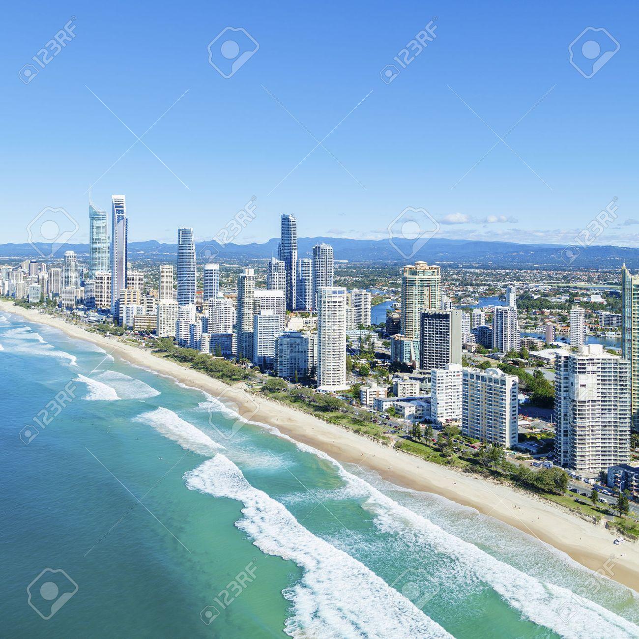 Sonnig Surfers Paradise an Queenslands Gold Coast. Standard-Bild - 37220927