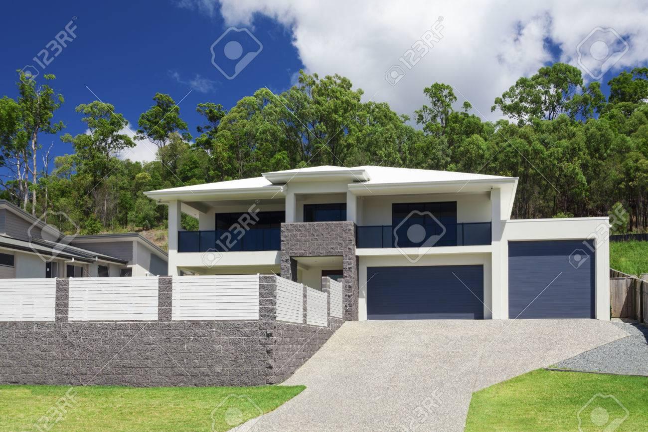 Modern home exterior on a sunny day Standard-Bild - 55433716