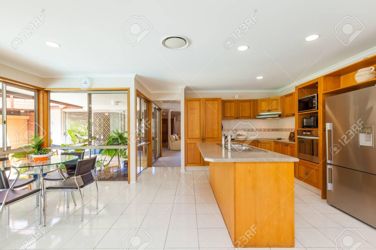 Intérieur de cuisine élégante maison contemporaine