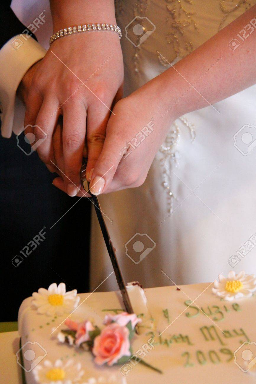 Gretna Green, Scotland, May 24th 2009, bride and groom cut their cake at the famous Gretna Green Stock Photo - 6885426