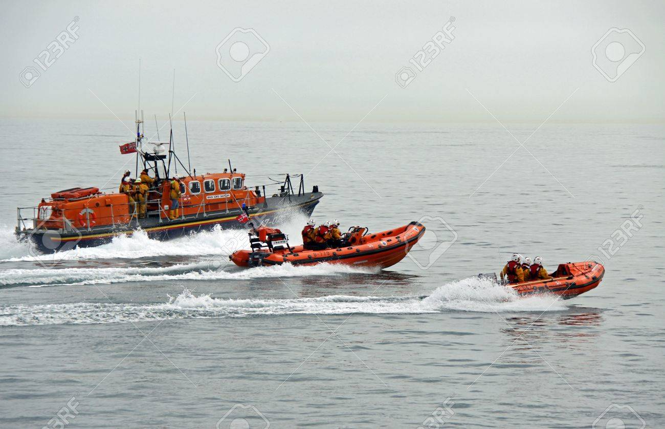 Worthing Pier, Worthing, UK, 28th June 2009 lifeboat / boats practice display of the UK R.N.L.I. coastguard on manoeuvres Stock Photo - 6886868