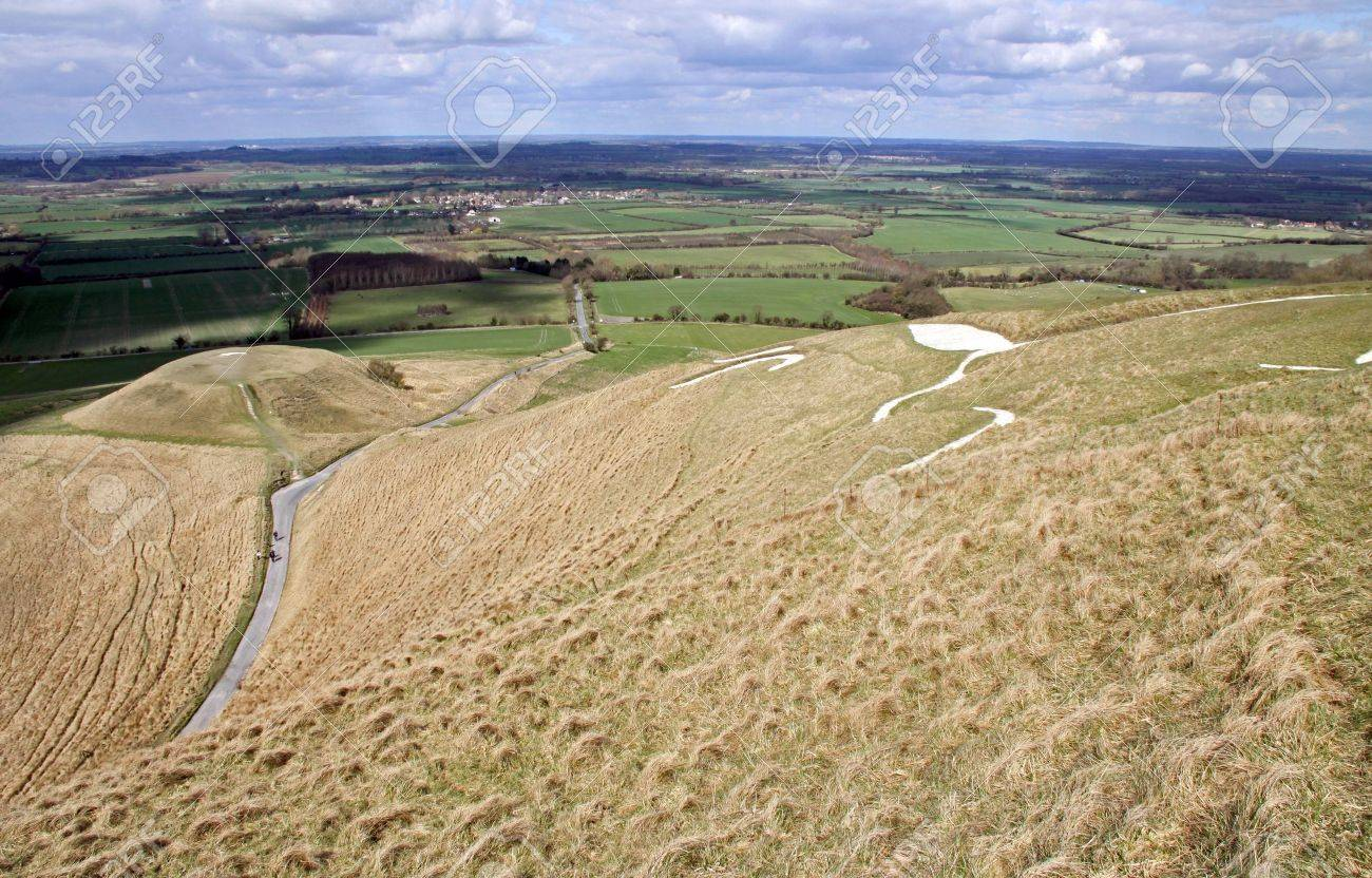 White Horse Hill and Dragon Hill, Uffington and Berkshire Downs Stock Photo - 6893507