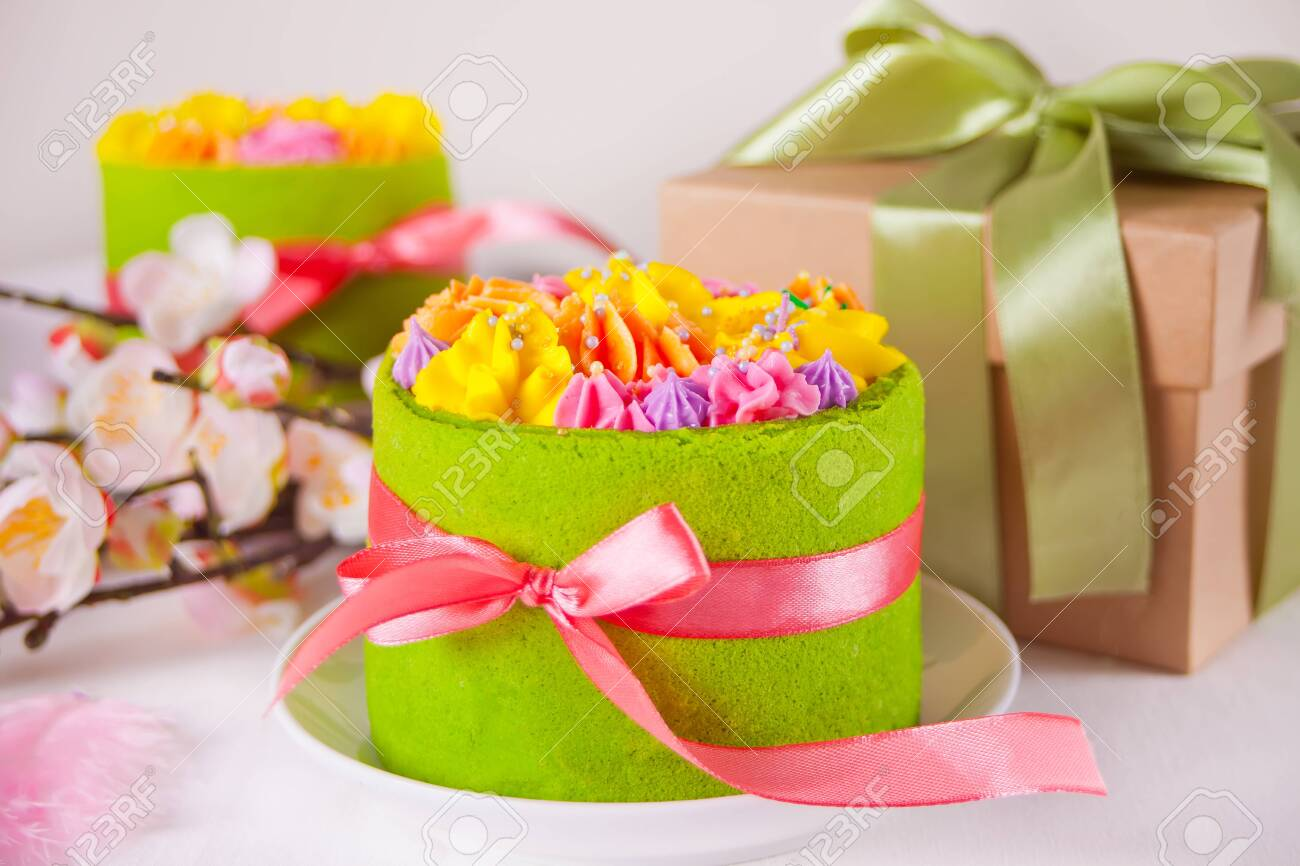 Magnificent Spring Easter Festive Table Small Green Cake With Butter Cream Funny Birthday Cards Online Alyptdamsfinfo