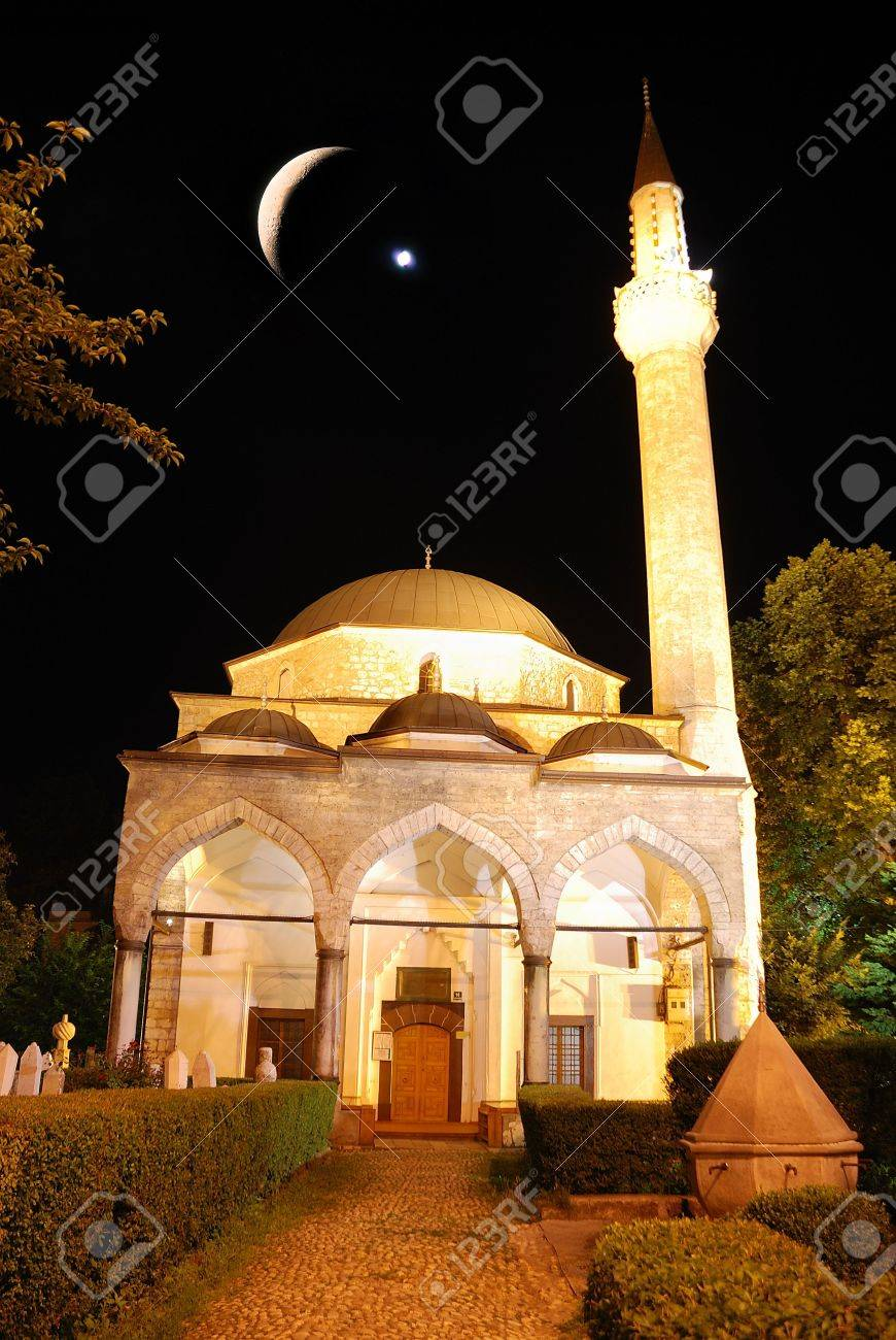 Mosque in night with crescent and star above Stock Photo - 5265040