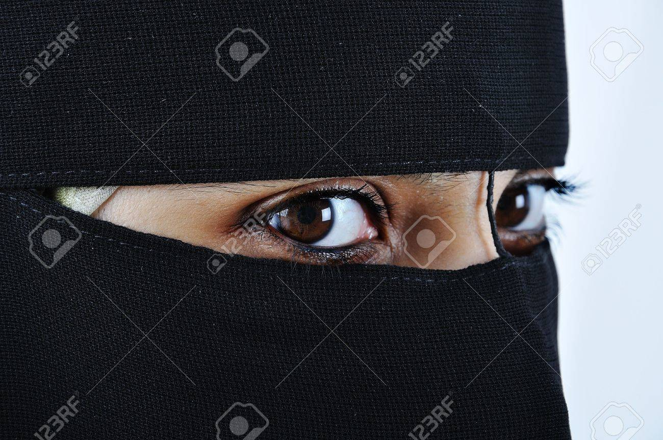 Asian arabic muslim woman with significant clothes Stock Photo - 5898266