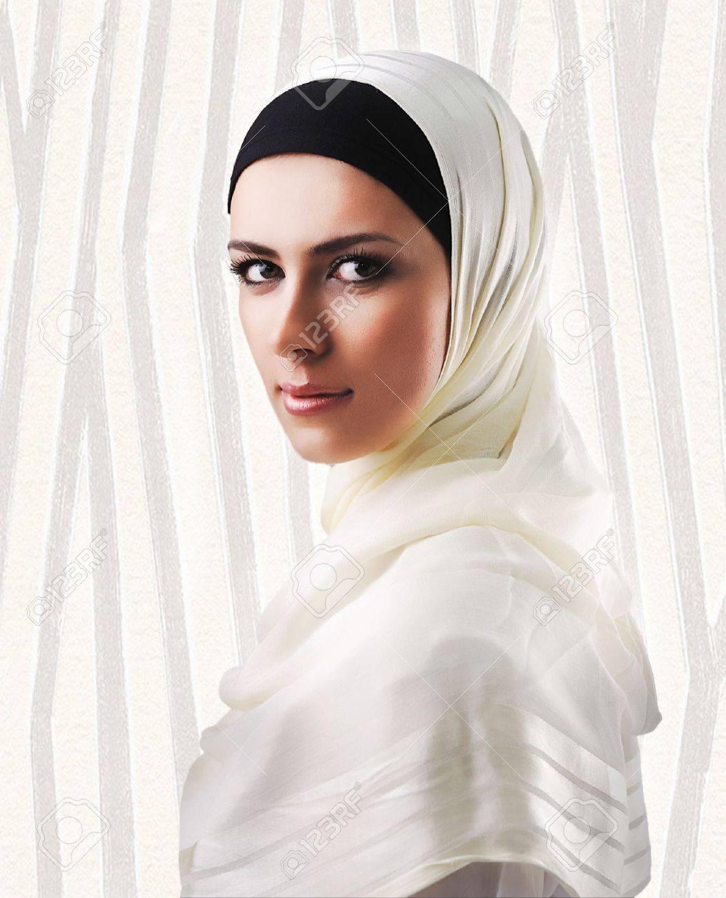 Muslim beautiful girl Stock Photo - 10316811