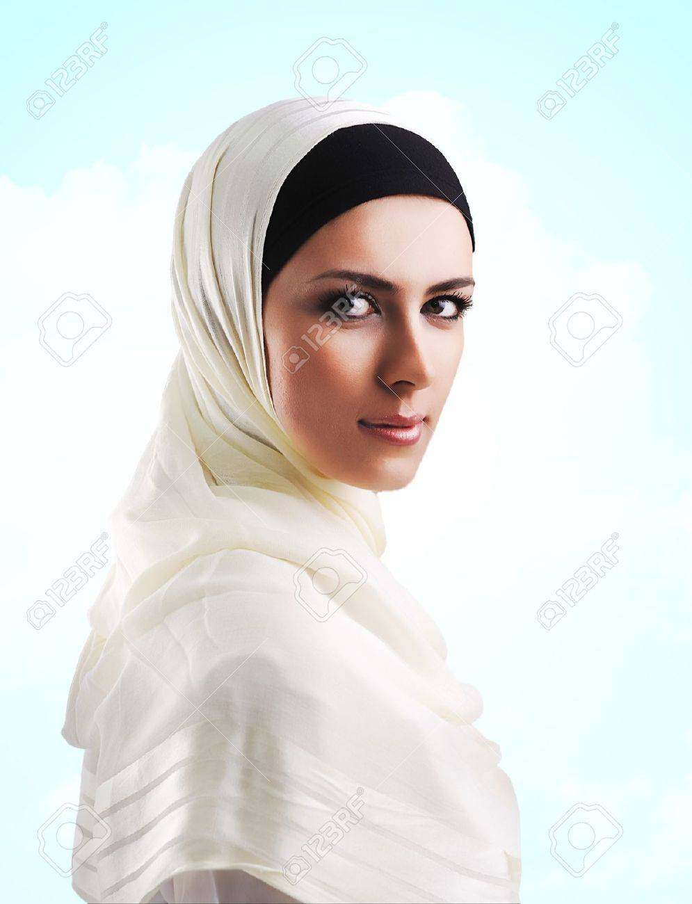 muslim single women in corsicana Single muslim women are you looking to meet single muslim women in today's world, it's not always easy to find opportunities to date muslim women, especially if there isn't a large and vibrant community around you to provide muslim dating opportunities.