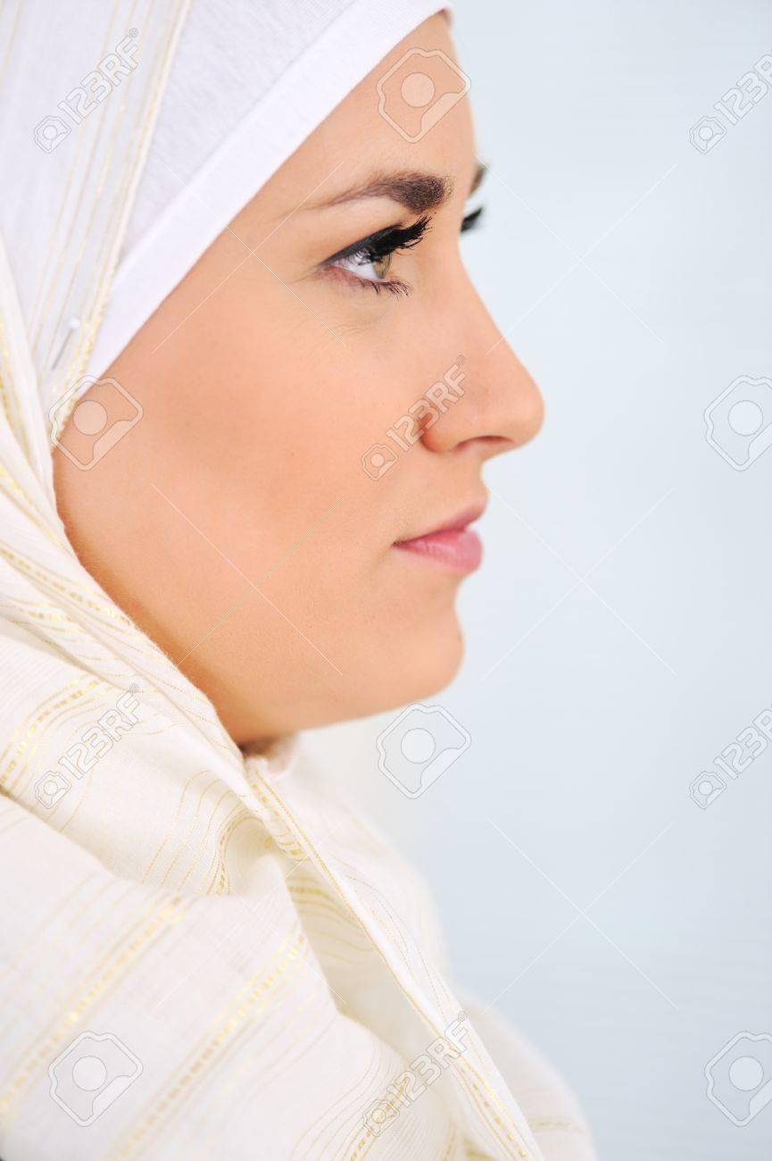Muslim Arabic woman Stock Photo - 11953017