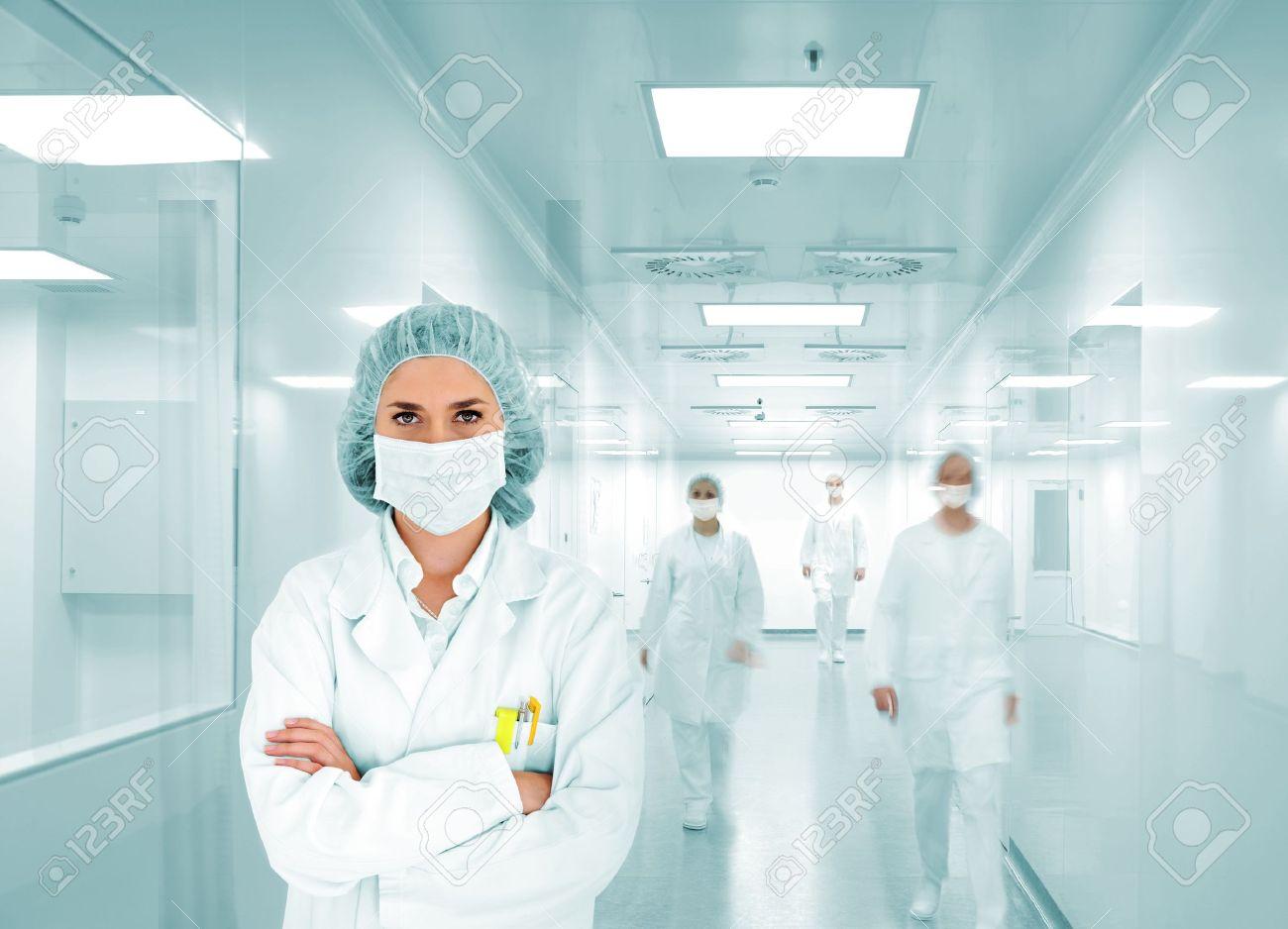 banque dimages les scientifiques de lquipe au laboratoire de lhpital moderne le groupe de mdecins - Hapital Moderne