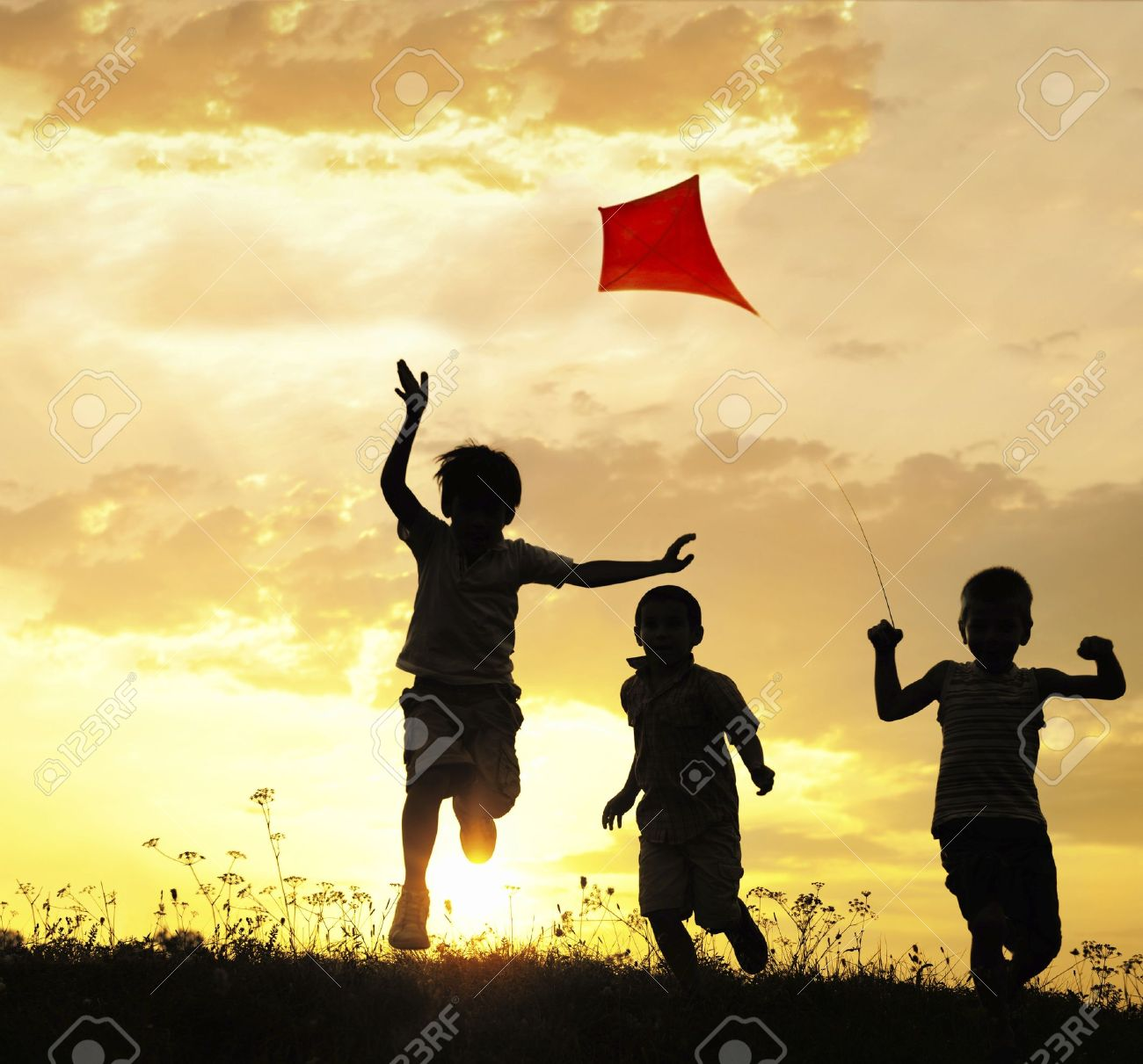 Children running with kite - 14054787