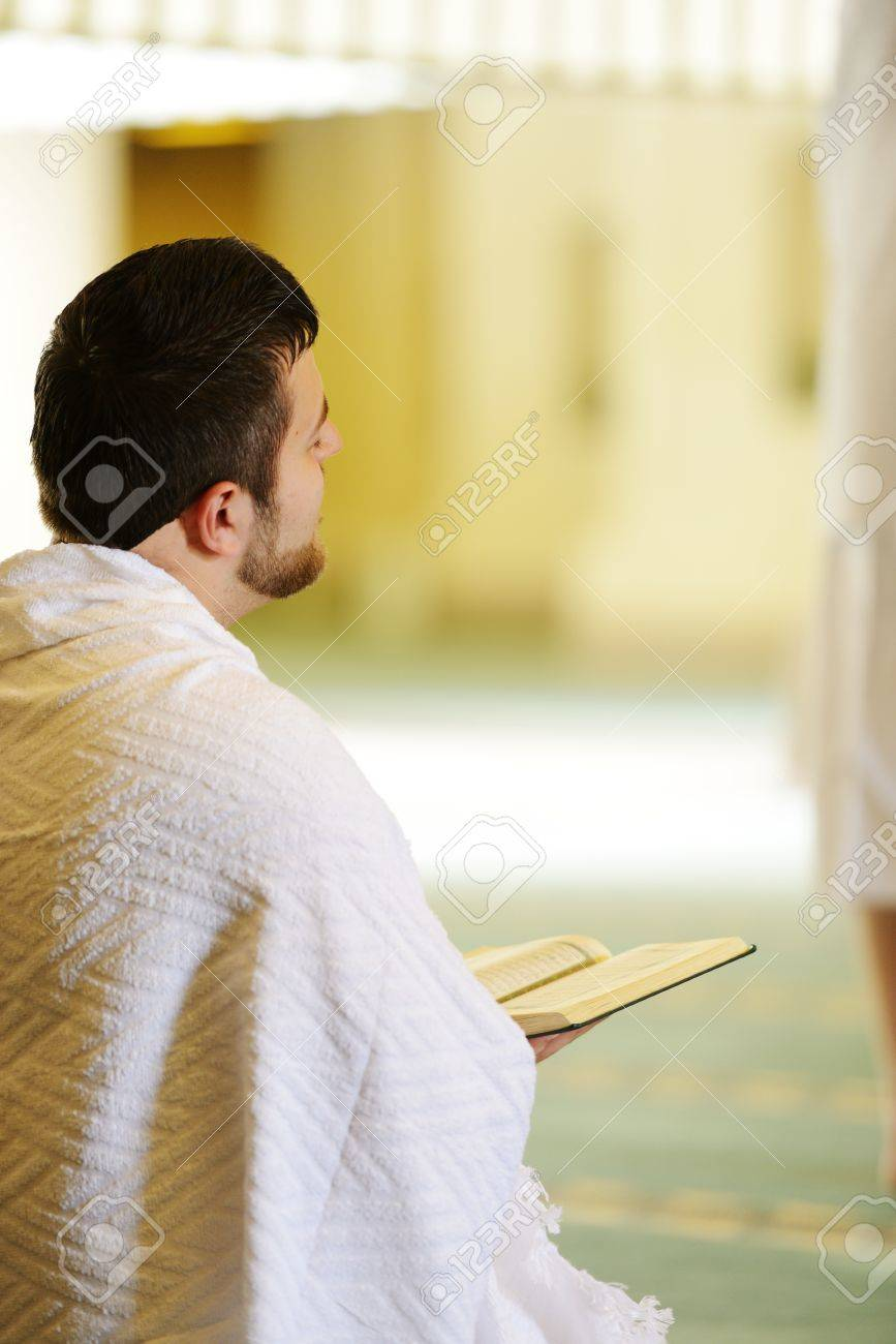 Muslim wearing ihram clothes and ready for Hajj Stock Photo - 14431646