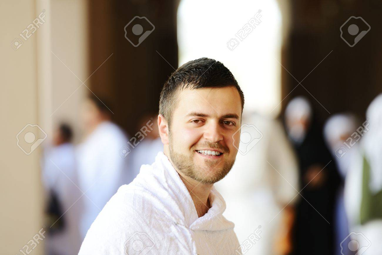 Muslim wearing ihram clothes and ready for Hajj Stock Photo - 14432554