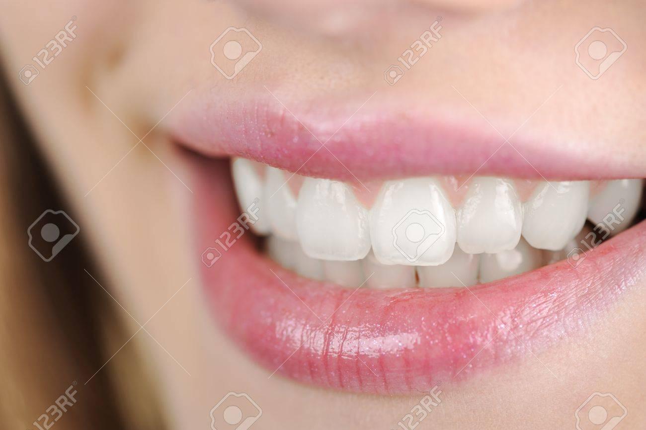 Mujer con grandes dientes Foto de archivo - 14580552