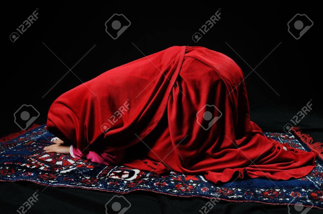 Muslim girl praying Stock Photo - 19277423