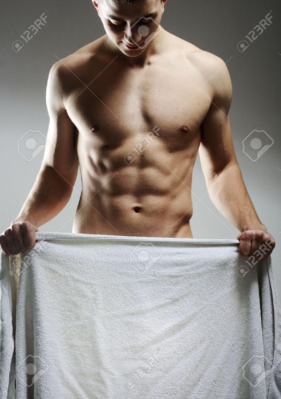 skritiy-kamera-golie