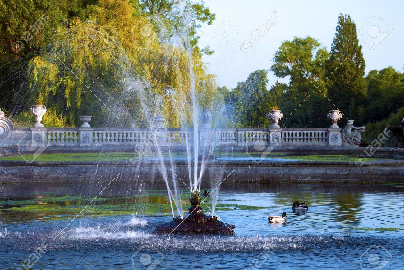 Water fountains hyde park - Fountain In Italian Gardens Hyde Park London Stock Photo 7405738
