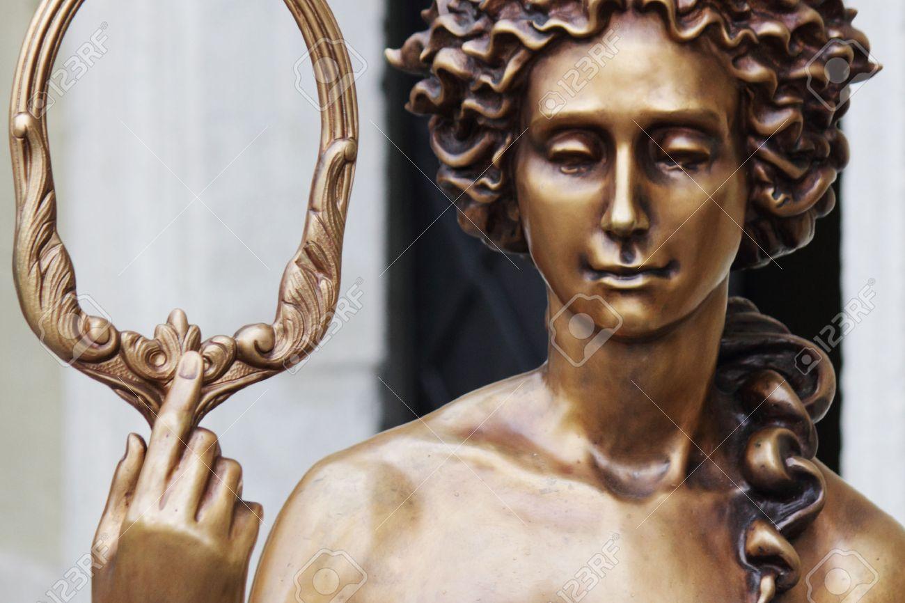 アフロディーテ (ローマ神話ではヴィーナス) ギリシャ神話の愛の女神 ...