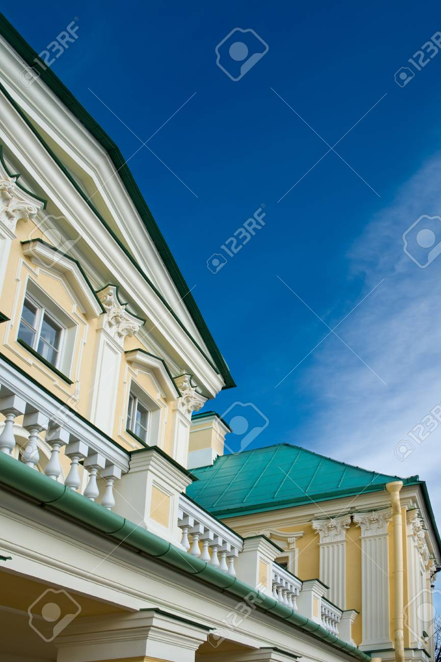 Beautiful Country house in the village Stock Photo - 13641460