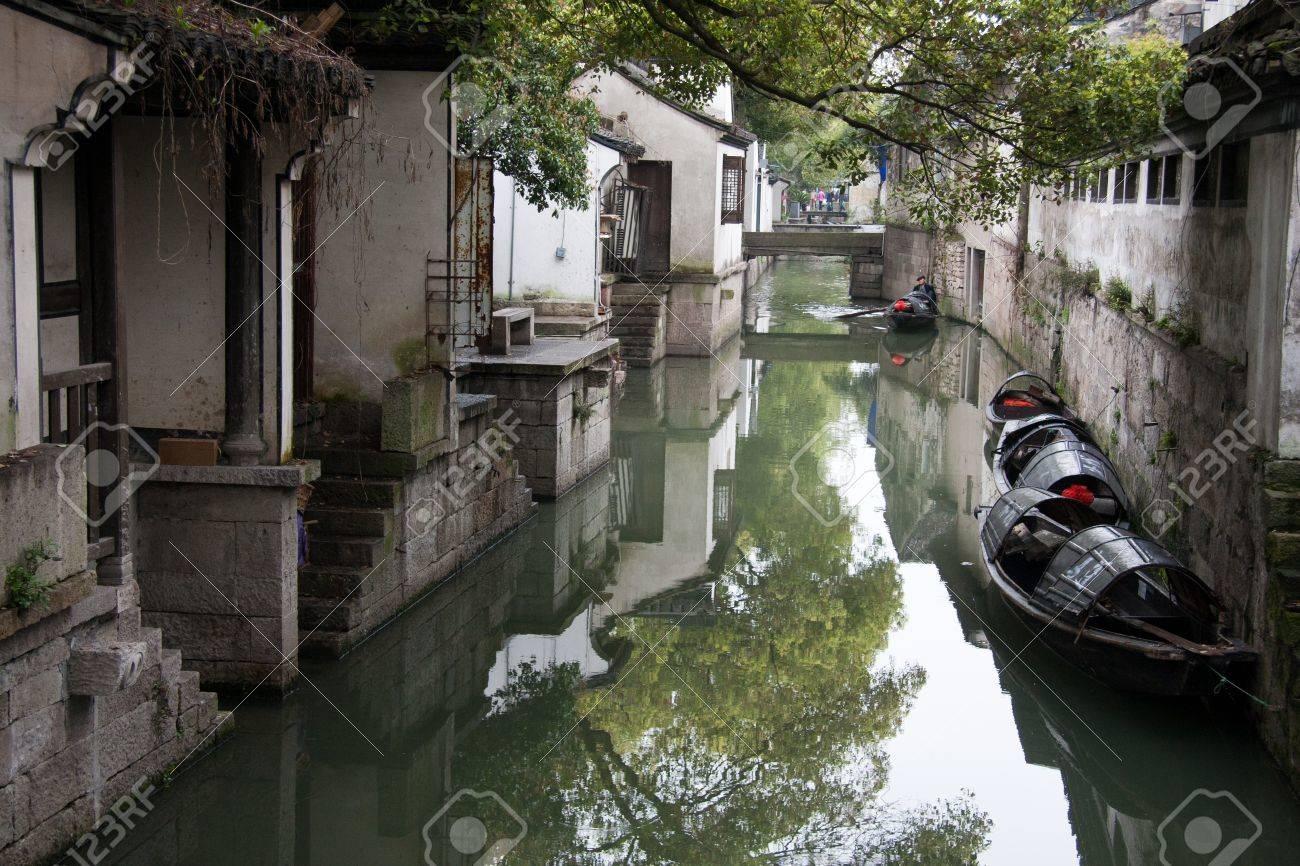 紹興市, 浙江省の川沿いの家しま...